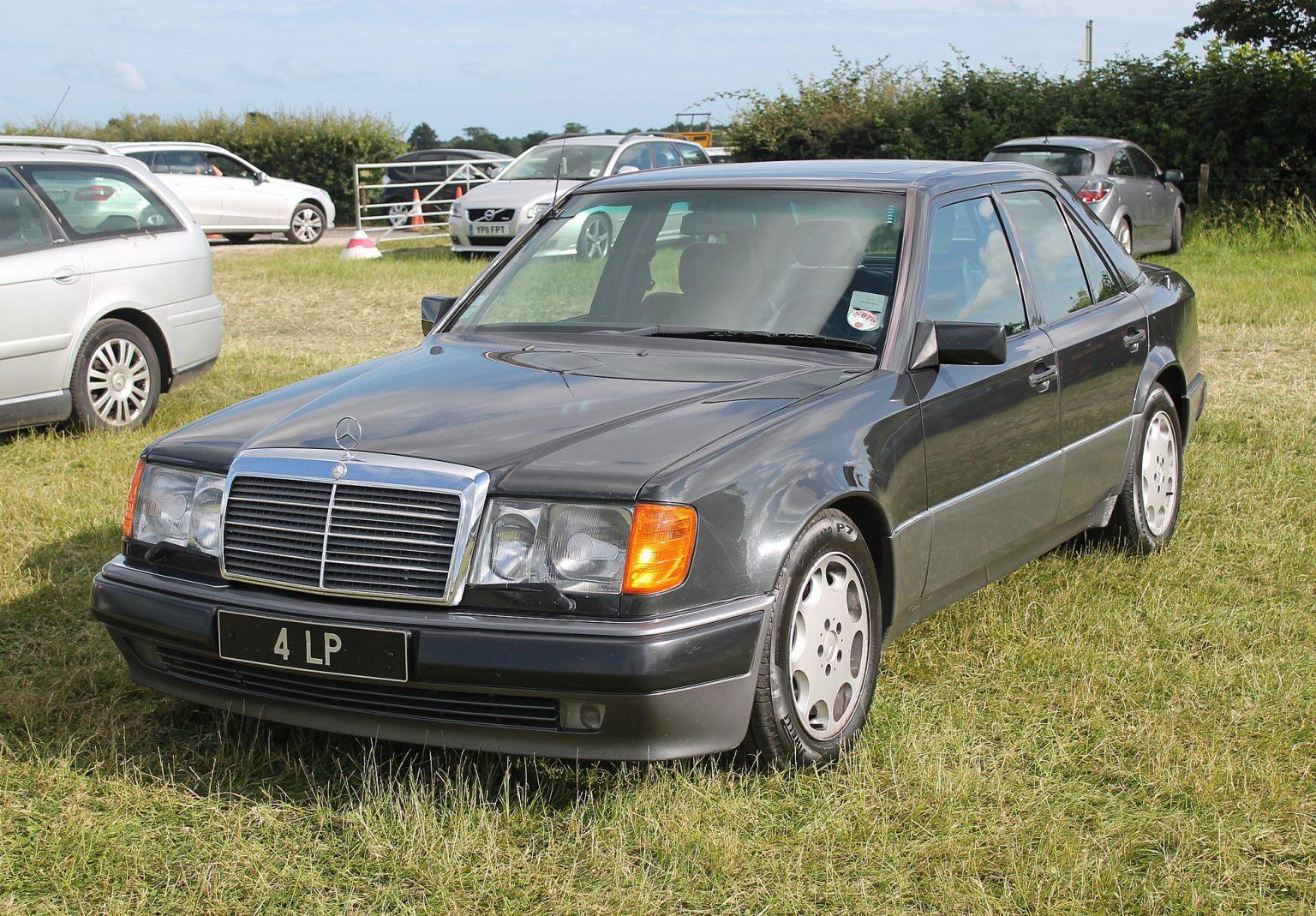 1993_Mercedes_500E_(14366135857)